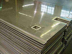 Stainless steel laminated plywood for railroad cars